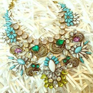 Jewelry - STUNNING CHUNKY SHINNY NECKLACE